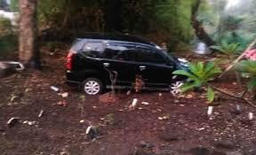 Polisi Tegaskan Mobil Masuk Makam