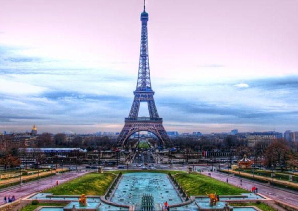 Bonjour Prancis Pelan pelan Buka Pariwisatanya