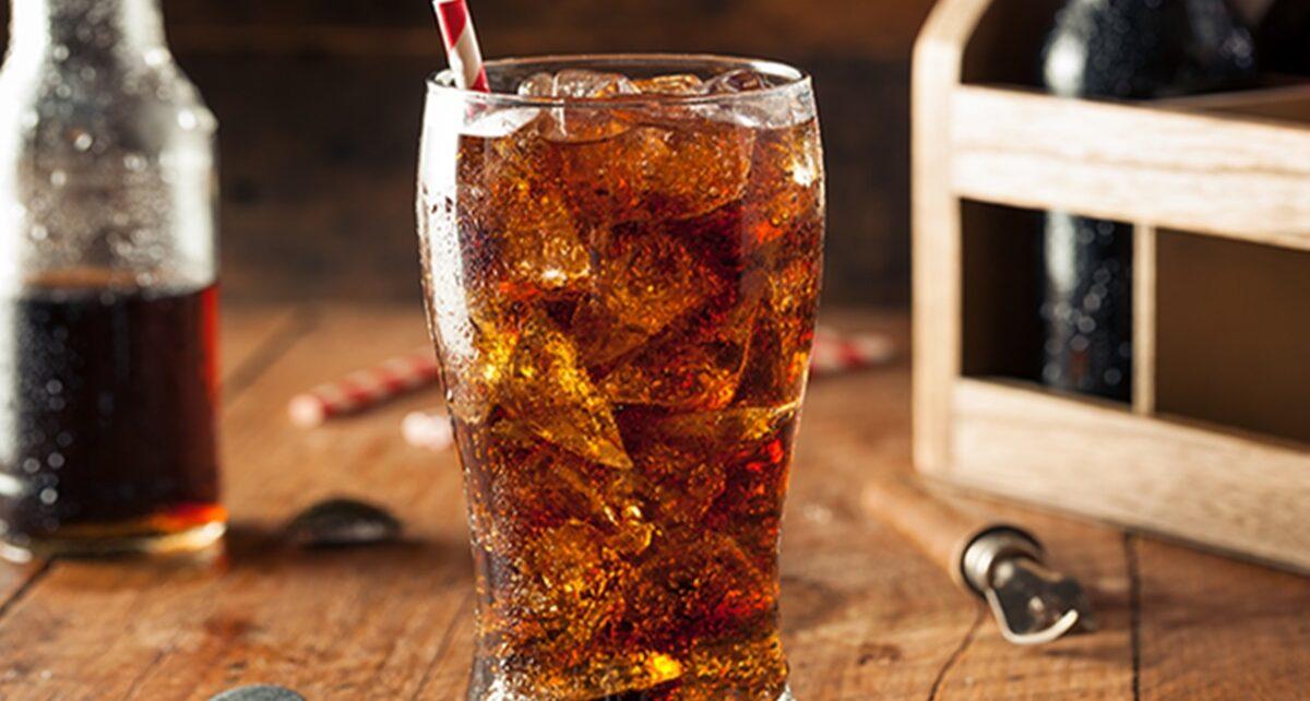 Dampak Buruk Sering Minum Soda Pengaruhi Ginjal