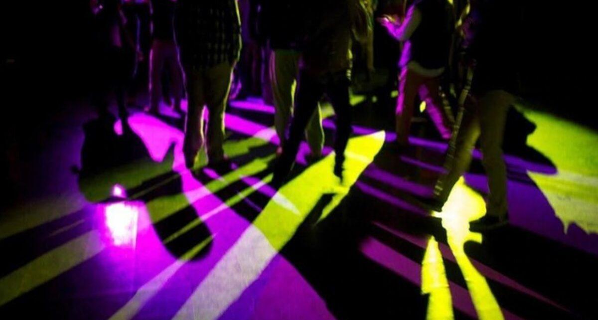 Kelab Malam Pusat Pelanggaran Protokol Corona Kelab malam dan pub