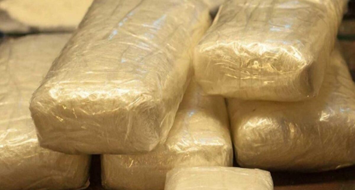 Dituduh Selundupkan Kokain, Penumpang Gugat Maskapai