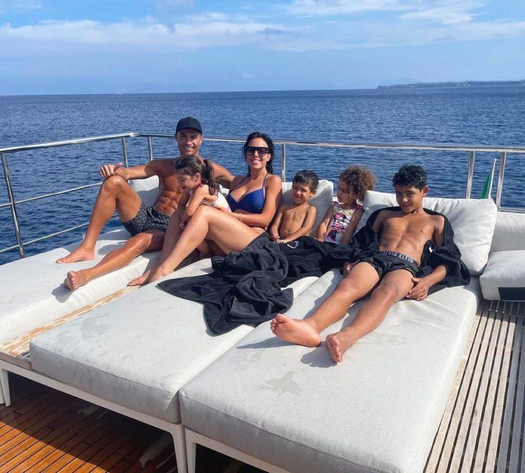 Mega Yacht Mewah Milik Cristiano Ronaldo Yang Sangat Mewah