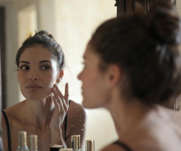 Berjerawat Tidak Boleh Menggunakan Sunscreen Adalah Mitos
